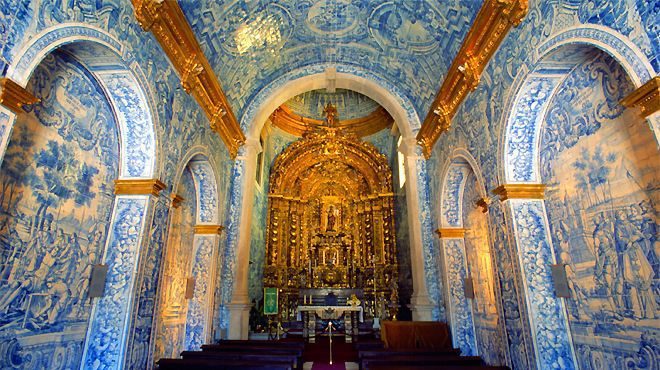 Igreja Sao Lourenco Almancil blue and withe tiles with a golden altar.